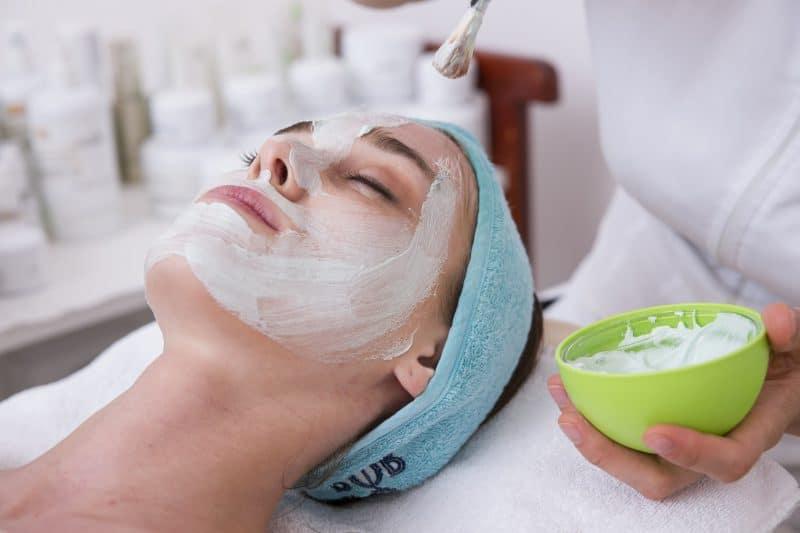 cómo se usa el aceite de coco en la cara